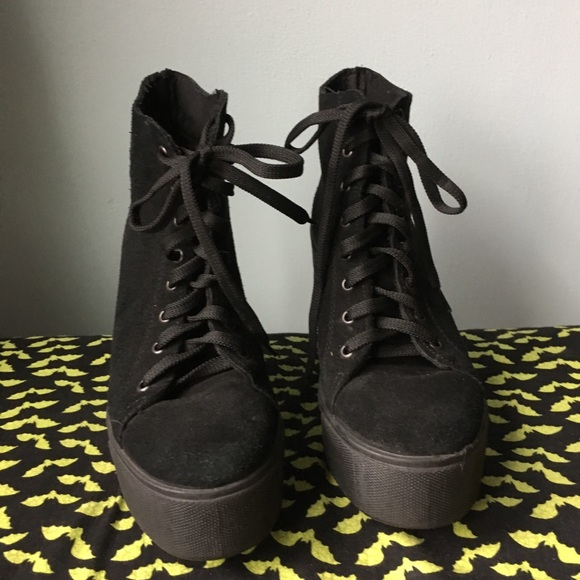 b1d8a1a71c3fc 90s Style Black Suede Chunky Platforms Grunge 7.5